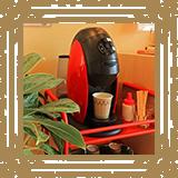 バリスタご用意しております。薫り高いコーヒーをご自由にお楽しみください。/みやび矯正歯科医院