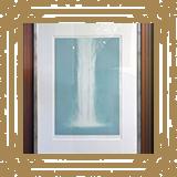 廊下の壁面に千住博画伯の「Waterfall」が飾られています。/みやび矯正歯科医院